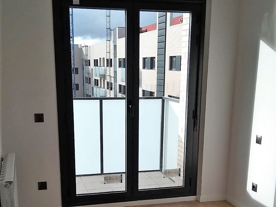 Baños, suelos y terrazas en la promoción Residencial Molinos III